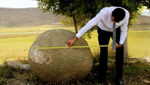 Moğollardan kalma 2 tonluk mancınık güllesi Erzurum'da bulundu