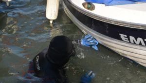 Atıkların kirlettiği tekneler de temizlendi