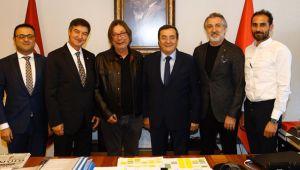 Başkan Batur'dan Göztepe'ye destek