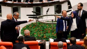 İBB Meclisi karıştı, hakaretler havada uçuşuyor