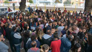 ÖĞRENCİLER 'YENİ EĞİTİM BİNASI' İÇİN EYLEMDE