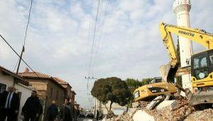 Depremde hasar gördü yıkıldı
