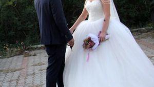 Düğününde kanlar içinde yere yığıldı