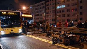 Metrobüs ile motosikletin feci çarpışması