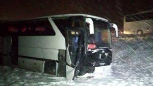 Sivas'ta futbolcuları taşıyan otobüs yoldan çıktı!
