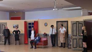 ÇİĞLİ'DE 'KARMAKARIŞIK' OYUNUNA BÜYÜK İLGİ