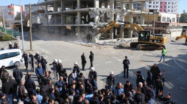 Kaçak inşaat yıkımında zabıtaya saldırı