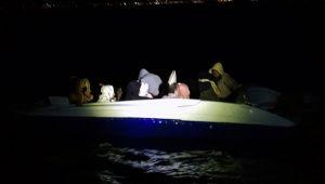 Denizde sürüklenen 13 sığınmacı kurtarıldı