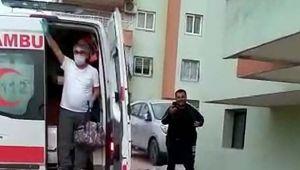 Koronavirüs tedavisinin ardından komşuları alkışlarla karşıladı