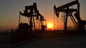 Kritik toplantı öncesi petrol yükselirken altın yatay seyrediyor