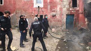 Oynadıkları evde yangın çıkaran çocuklar kurtarıldı