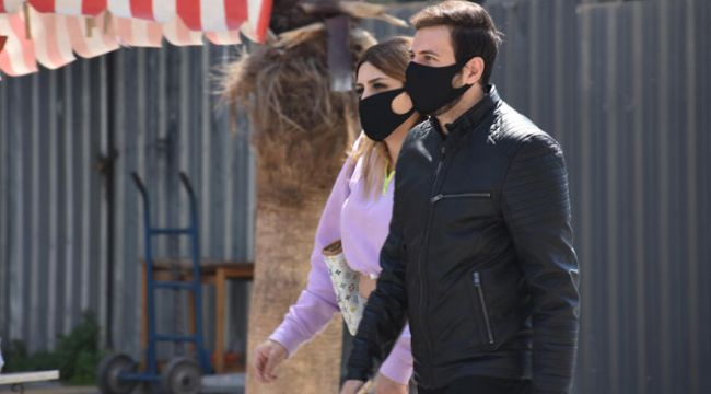 Siyah maskeler ancak cerrahi maskenin üzerine takılmalı