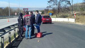 Yol denetiminde kamyonet çarpan sağlık görevlisi yaralandı