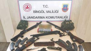 10 adrese operasyon çok sayıda silah ele geçirildi