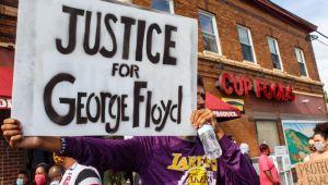 ABD'liler boğularak öldürülen George Floyd için sokakta
