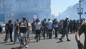 Afrika kökenliler Fransa'da da sokakta