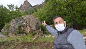 Düşen kayalar köylüleri tedirgin ediyor