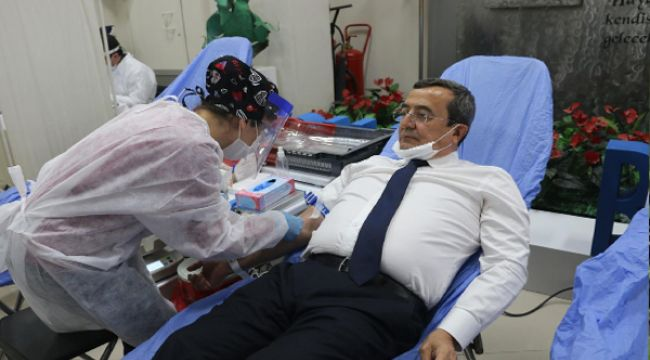KONAK BELEDİYESİ'NDEN KIZILAY'A DESTEK