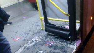 'Geç geldi' diye otobüsün camını kırdılar