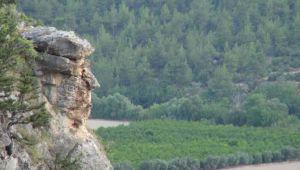 Mersin'de Trump'a benzeyen kaya parçası ilgi çekiyor