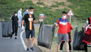 Piknikçilerin bıraktığı çöpleri doğaseverler topladı