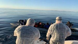 Botları arızalanan sığınmacıları sahil güvenlik kurtardı