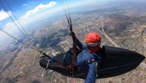Çorum'dan Konya'ya paraşütle uçtu