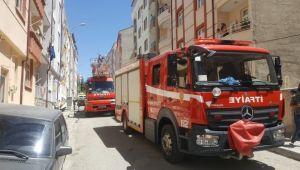 Binanın boşluğunda çıkan yangın korkuttu