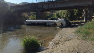 Yakıt tankeri köprüden düştü!