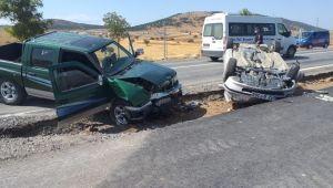 Konya'da kamyonetle otomobil çarpıştı