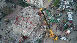 İZMİR'DEKİ DEPREMDE 'BOMBA KAT' DETAYI