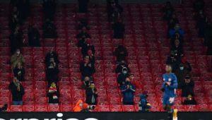 İngiltere'de tribünler yeniden seyirciye kavuştu