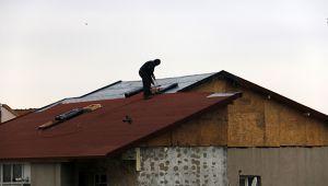 Taksim'de çatıda tehlikeli çalışma