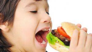 """""""Çocukları Fast Food'tan uzak tutun"""""""