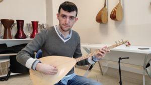 Otizmli müzik dehası Murat, 10 enstrüman çalıyor