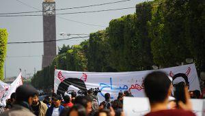 Tunus'ta yüzlerce kişi siyasi ve ekonomik krizi protesto etti