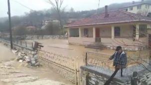 Dereler taştı köy sular altında kaldı