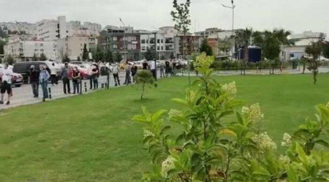 İZMİR'DE AŞI RANDEVUSU KUYRUĞU