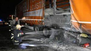 Anadolu Otoyolu'nda seyir halinde olan 2 tırda yangın çıkı