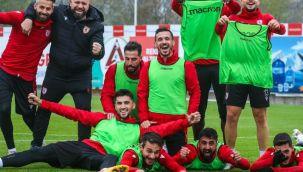Samsunspor'da sözleşmesi biten 15 oyuncudan 9'uyla yollar ayrıldı