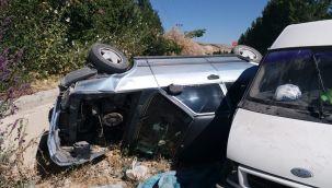 2 araç çarpıştı 12 kişi yaralandı