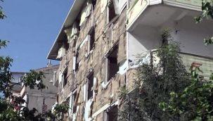 Boşaltılan binanın dış kaplamalarını bile çaldılar