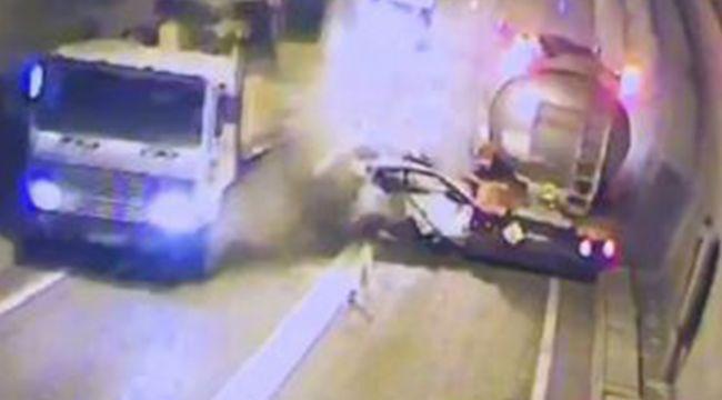 Tünel içinde kaza anı güvenlik kamerasına yansıdı