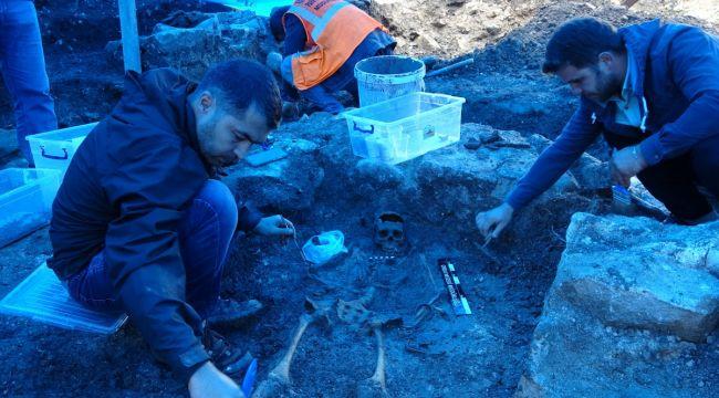 2 bin yıllık lahit mezarlarda kazı devam ediyor