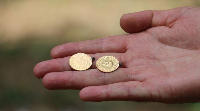 Cami bahçesinde bulduğu altınları polise teslim etti