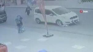 Esenyurt'ta yolun karşısına geçmeye çalışan çocuğu otomobil ezdi