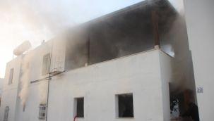 Evi yanan, ev sahibi sadece izleyebildi