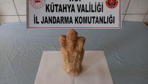 Kütahya'da Roma dönemine ait üç başlı heykel ele geçirildi