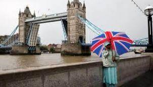 Londra'daki Tower Bridge Köprüsü sular altında kaldı