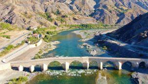 Palu Köprüsü tarihe meydan okuyor